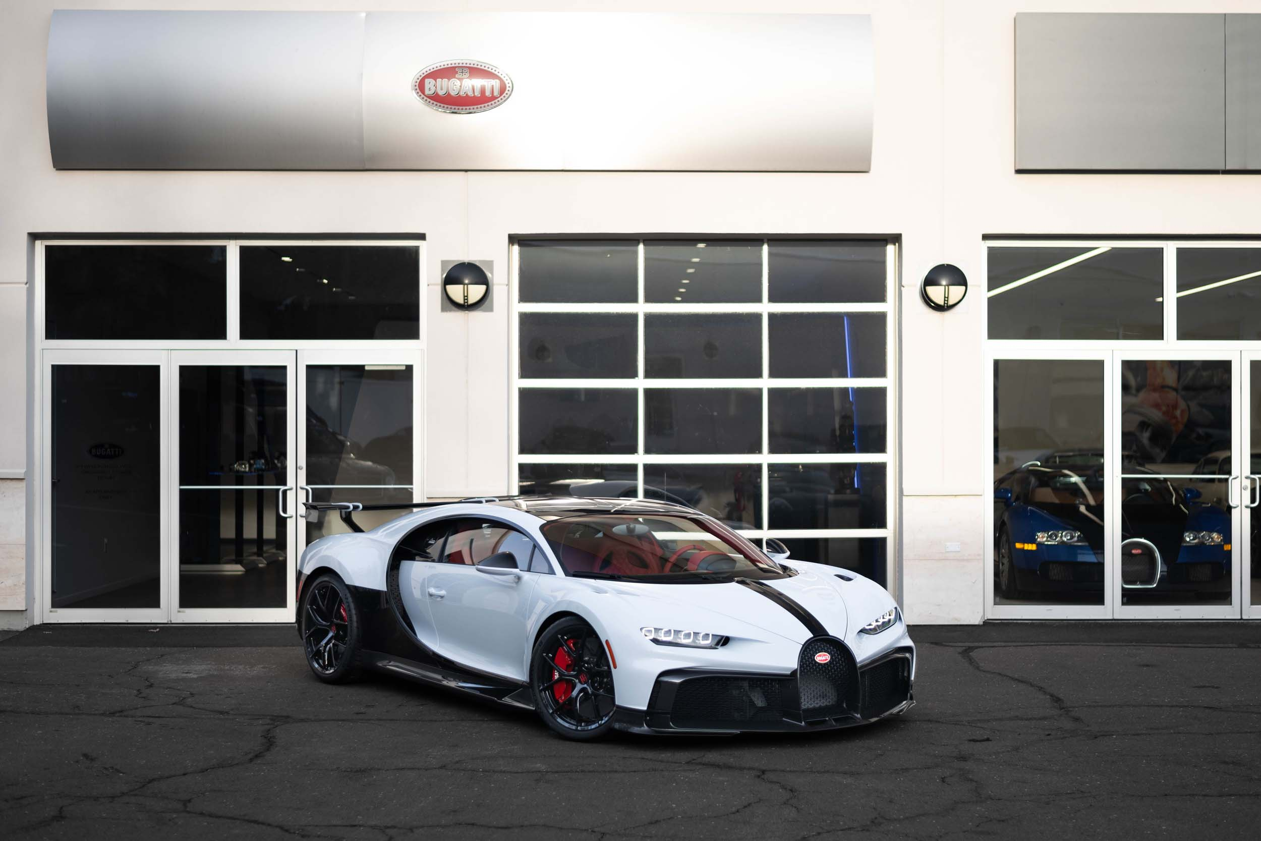 BUGATTI CHIRON PUR SPORT – DELIVERY TO CUSTOMERS BEGINS